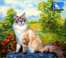 Portret de pisică reprezentat în picioare, pictat pe un fundal scenic